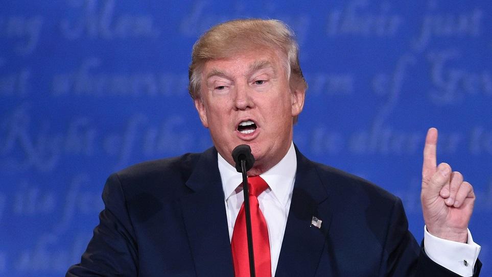 """Người phụ nữ tố Trump cố tình """"chạm vào ngực phải"""" - 3"""