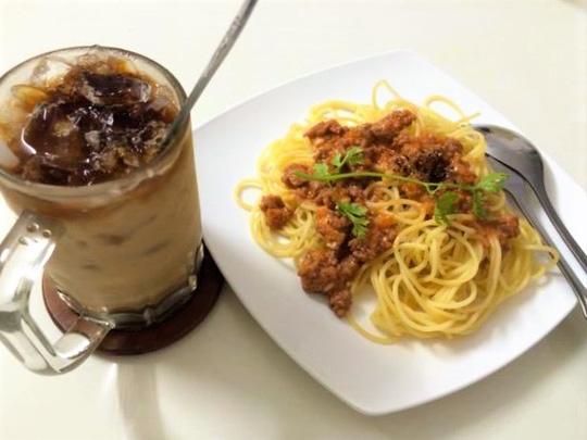 Bữa trưa đơn giản với mì Ý sốt cà chua bò bằm phô mai - 1