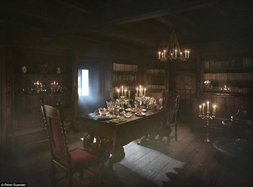 """Ngủ đêm trong quan tài ở lâu đài """"ma cà rồng"""" - 4"""