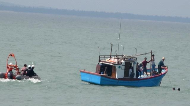 Tìm thấy xác tàu bị sóng biển đánh chìm ở Quảng Bình - 2