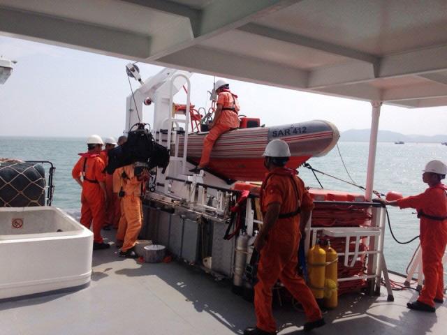 Tìm thấy xác tàu bị sóng biển đánh chìm ở Quảng Bình - 1