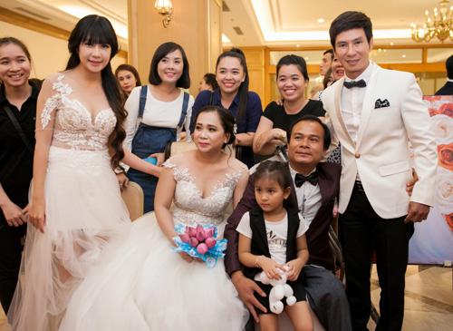 Vợ chồng Lý Hải xúc động dự lễ cưới của 60 cặp khuyết tật - 1