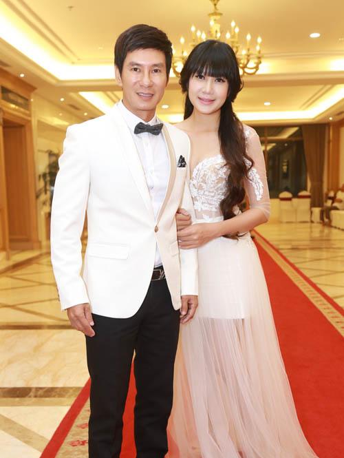 Vợ chồng Lý Hải xúc động dự lễ cưới của 60 cặp khuyết tật - 2