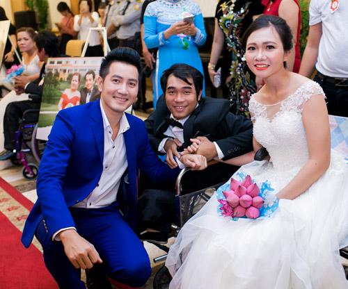 Vợ chồng Lý Hải xúc động dự lễ cưới của 60 cặp khuyết tật - 6