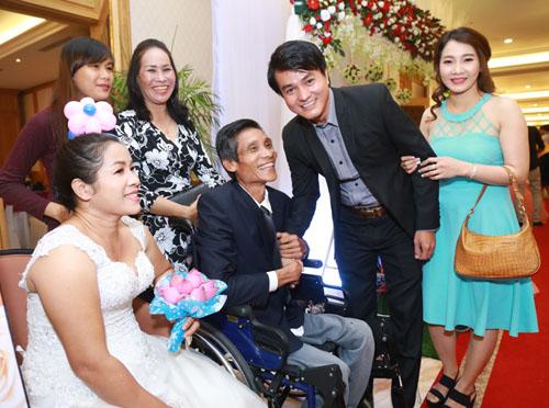Vợ chồng Lý Hải xúc động dự lễ cưới của 60 cặp khuyết tật - 9