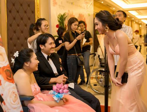 Vợ chồng Lý Hải xúc động dự lễ cưới của 60 cặp khuyết tật - 10