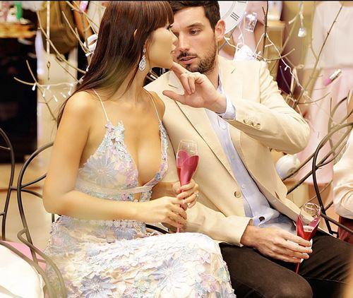 Hà Anh sexy bên chồng Tây tại buổi tiệc cho phái đẹp - 2