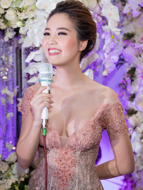 MC Thụy Vân gợi cảm nổi bật giữa dàn hoa – á hậu - 1