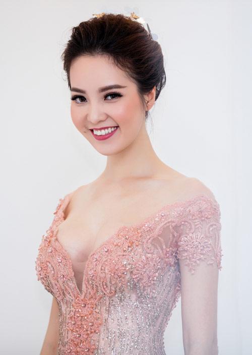 MC Thụy Vân gợi cảm nổi bật giữa dàn hoa – á hậu - 4