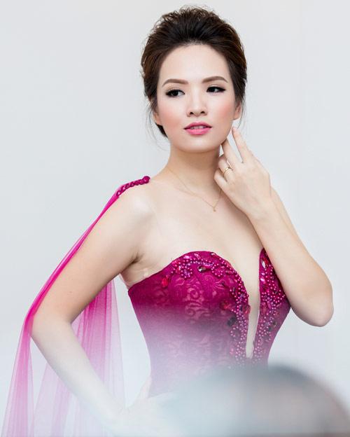 MC Thụy Vân gợi cảm nổi bật giữa dàn hoa – á hậu - 7
