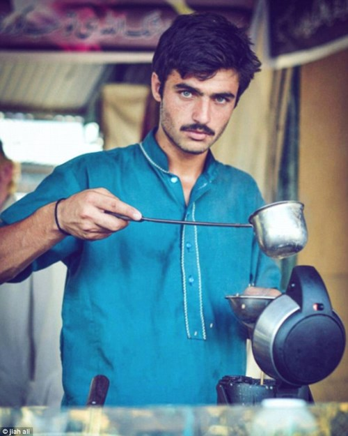 Anh chàng bán trà nổi tiếng vì đẹp trai như tài tử - 2