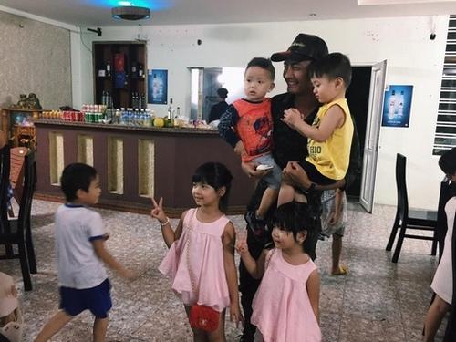 9  hình ảnh xúc động nhất của Phan Anh trong 3 ngày ở miền Trung - 9