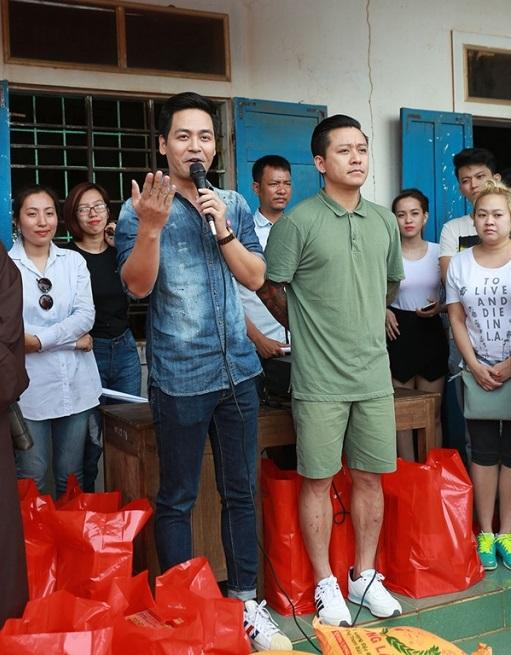 Phan Anh giản dị đi từ thiện, khác xa khi làm MC - 1