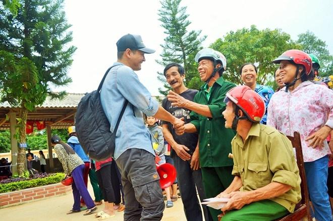 Phan Anh giản dị đi từ thiện, khác xa khi làm MC - 3