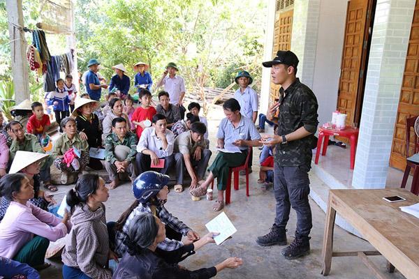 Phan Anh giản dị đi từ thiện, khác xa khi làm MC - 4