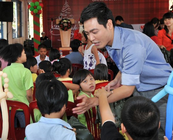 Phan Anh giản dị đi từ thiện, khác xa khi làm MC - 7