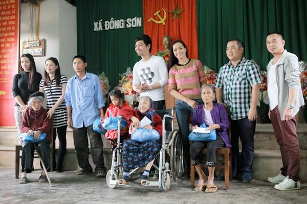 Phan Anh giản dị đi từ thiện, khác xa khi làm MC - 8