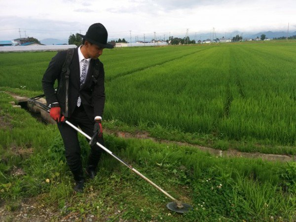 """Chàng nông dân Nhật ăn mặc """"đẹp nhất quả đất"""" - 1"""