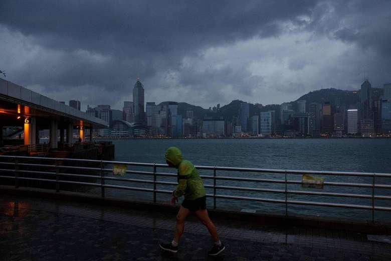 Hồng Kông dừng mọi hoạt động, đối phó bão Haima - 1