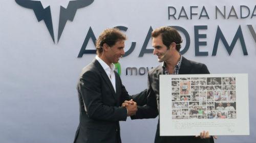Tin thể thao HOT 21/10: Nadal tặng quà Federer - 1