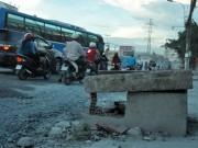 Tin tức trong ngày - Đón xe buýt, người đàn ông lọt hố công trình tử vong