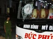 Tin tức trong ngày - Xe chở 20 hành khách chao đảo vì bị ném đá