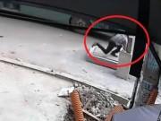 Tin tức trong ngày - Vụ đón xe lọt hố ga: Nạn nhân chìm dưới hố sâu hơn 2m