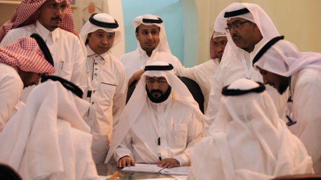 Quan chức nhà nước Ả Rập Saudi chỉ làm việc 1 tiếng/ngày - 1