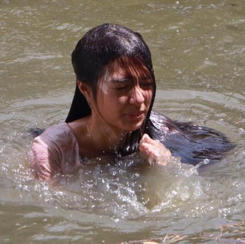 """Bất ngờ với dung nhan của mỹ nhân Thái """"tính đàn ông"""" - 9"""