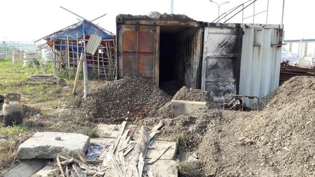 Hai công nhân bị bỏng khí gas khi mở container - 1