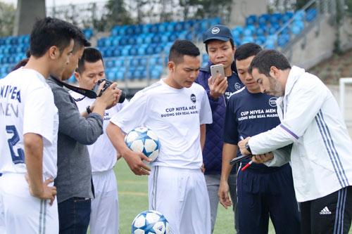 """Sao """"bóng đá phủi"""" Việt Nam thích thú tập cùng đồng sự Zidane - 11"""