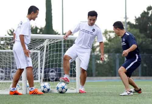 """Sao """"bóng đá phủi"""" Việt Nam thích thú tập cùng đồng sự Zidane - 9"""