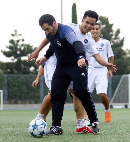 """Sao """"bóng đá phủi"""" Việt Nam thích thú tập cùng đồng sự Zidane - 7"""