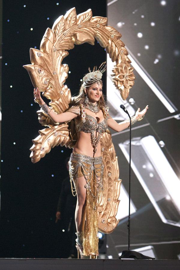 Trang phục dân tộc sexy tới ngạt thở ở cuộc thi hoa hậu - 1