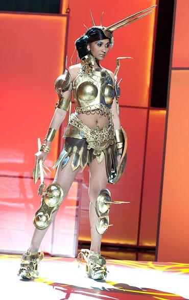 Trang phục dân tộc sexy tới ngạt thở ở cuộc thi hoa hậu - 9