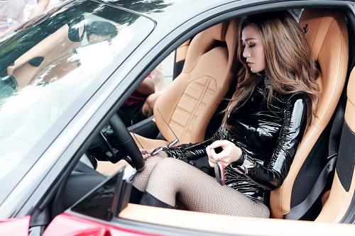 Ngắm phục trang MV tiền tỷ siêu nóng của Khánh My - 5