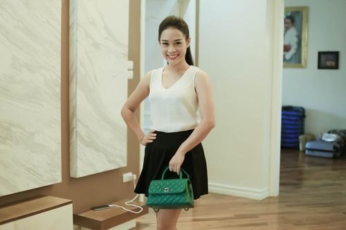 Loạt hàng hiệu toàn màu xanh lá của vợ NSƯT Việt Hoàn - 4