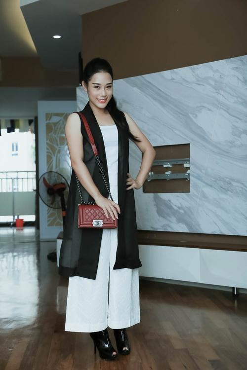 Loạt hàng hiệu toàn màu xanh lá của vợ NSƯT Việt Hoàn - 6
