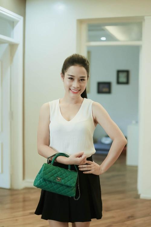 Loạt hàng hiệu toàn màu xanh lá của vợ NSƯT Việt Hoàn - 3
