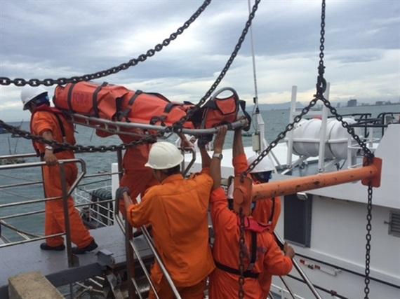 Khẩn cấp đưa ngư dân bị viêm dạ dày từ Hoàng Sa về Đà Nẵng - 1