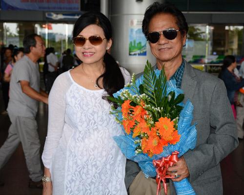 Bất ngờ nhan sắc trẻ đẹp của vợ danh ca Chế Linh - 2