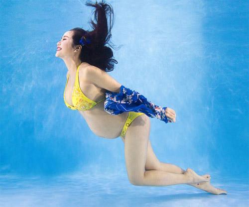 Mỹ nhân Vbiz diện bikini quá đỗi gợi cảm lúc bầu bí - 3