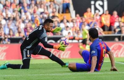 Chi tiết Valencia - Barcelona: Bàn thắng muộn màng (KT) - 7