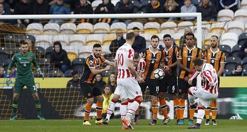"""Hull City - Stoke City: """"Messi Thụy Sỹ"""" & 2 siêu phẩm - 1"""