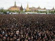 Đám đông khổng lồ hát hoàng ca tưởng nhớ vua Thái Lan