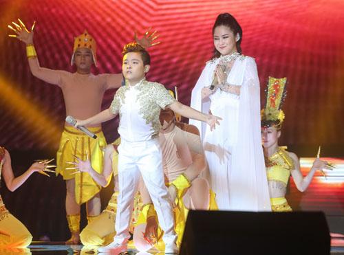 Noo Phước Thịnh rơi lệ khi học trò hát về lũ miền Trung - 7
