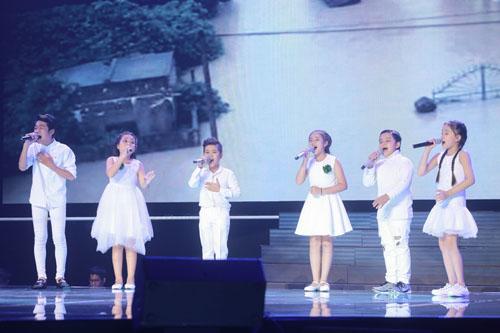 Noo Phước Thịnh rơi lệ khi học trò hát về lũ miền Trung - 9