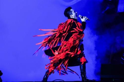 Anna Trương sexy quá đỗi trên sân khấu Hoàng thành Thăng Long - 6