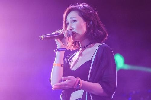Anna Trương sexy quá đỗi trên sân khấu Hoàng thành Thăng Long - 3
