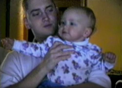 Con gái rapper Eminem lớn nhanh như thổi, xinh đến ngỡ ngàng - 2